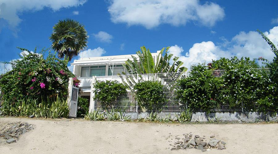 Beautiful seaside villa on the beach in Martinique ...